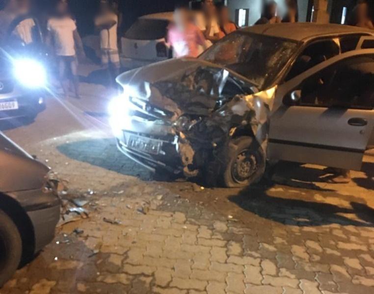 Veículos ficaram totalmente destruídos