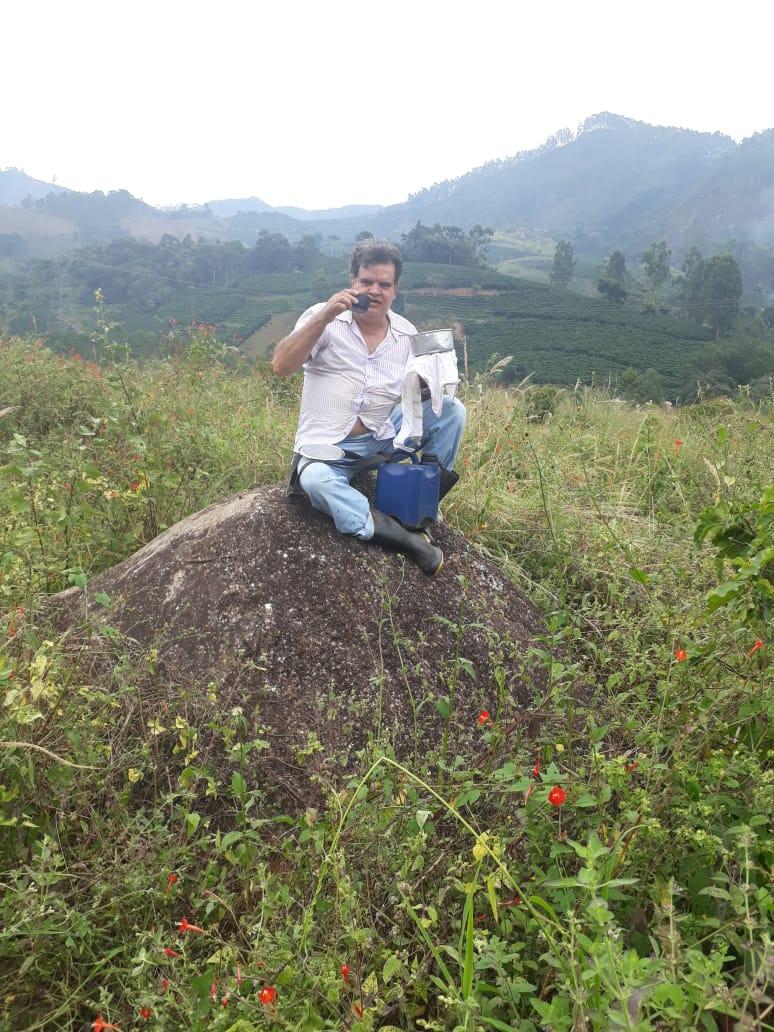 Foto: Arquivo pessoal Dr. Eduardo Leite almoçando no trabalho na roça em uma de suas propriedades em Iúna