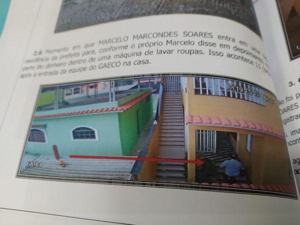 Foto: Autos do processo em que flagra imagem de câmera segurança mostrando Marcelo Marcondes indo em direção a imóvel vizinho ao da prefeita Amanda Quinta. Crédito: Reprodução
