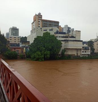 Rio Itapemirim já começa a transbordar no distrito de Pacotuba