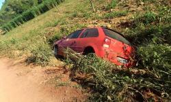 Vc Repórter: Veículo cai de estrada no interior de Presidente Kennedy