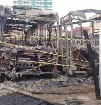 Ônibus de empresa alvo da operação Rubi são incendiados em Marataízes; Veja vídeo