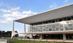 Bolsonaro desobriga publicar editais de concursos e licitações em jornais