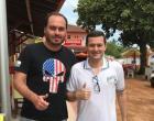 Filho de Bolsonaro chega de surpresa e almoça em restaurante de Meaípe