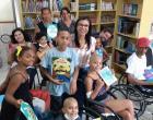 Escritora Kennedense doa livros para Instituto Ronald, que cuida de crianças com câncer
