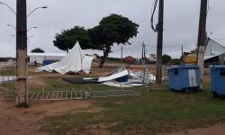 Tendas são destruídas após forte vento em Marobá