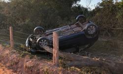 Motorista perde controle de veículo e capota na estrada que liga Jaqueira a Campo Novo