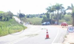 Acidente com veículo da Cesan é registrado na ES-162, próximo a entrada para São Salvador