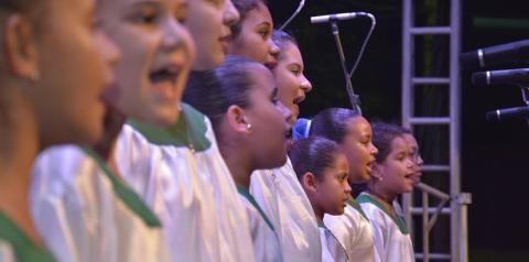 Natal: Coral com crianças kennedenses se apresenta em Jaqueira