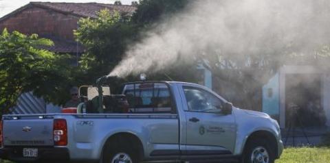 Prefeitura combate à dengue com borrifação do fumacê na Sede