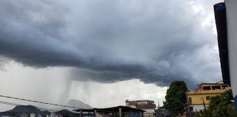 Ciclone subtropical se aproxima do Espírito Santo e provoca ventania