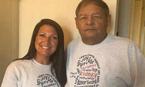 Ex-dependente doa rim para policial que a prendeu várias vezes