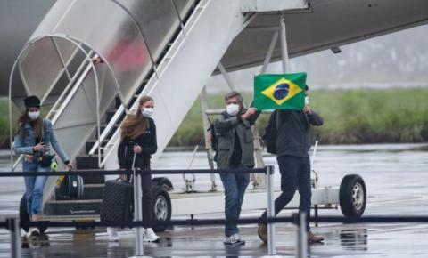 Brasileiros resgatados em Wuhan dizem que era melhor ter ficado na China