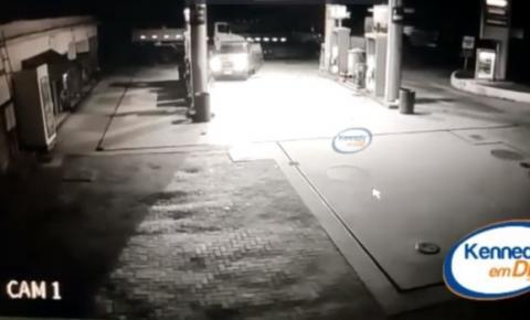 Vídeo mostra toda ação de bandidos em posto de combustíveis em Presidente Kennedy