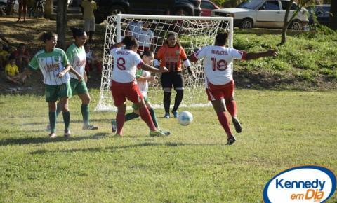 Começa a I Taça Feminina de Futebol Society