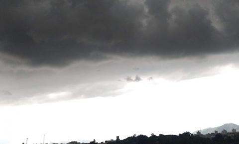 Sol aparece entre nuvens e temperaturas seguem amenas no ES. Confira a previsão do tempo!