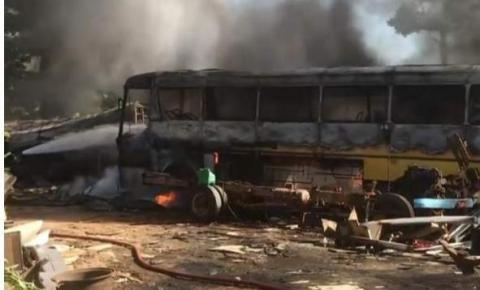 VÍDEO | Incêndio de grandes proporções atinge ferro-velho em Cachoeiro de Itapemirim