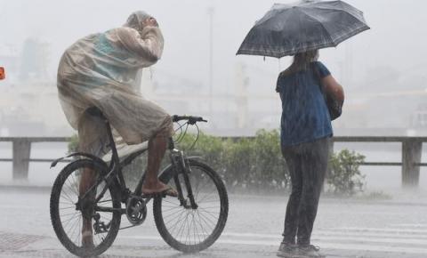 Junho começa com alerta de chuvas intensas no Espírito Santo