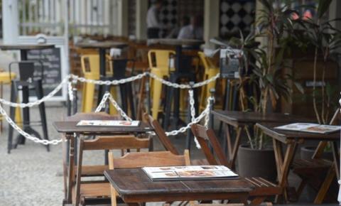 Hotéis e restaurantes têm queda histórica de 44% no faturamento e 397 mil de empregos perdidos. Setor prevê recuperação plena somente em 2023