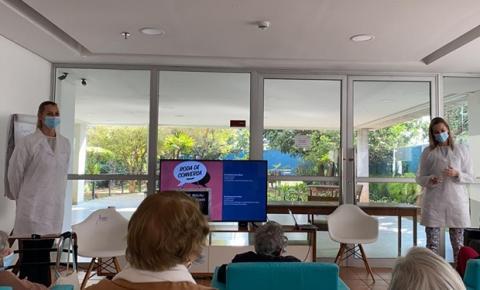 Julho Neon - Cora Residencial Senior promove atividades em prol da saúde bucal
