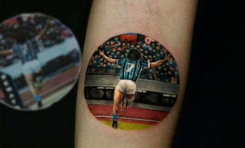 Atletas tatuam conquistas na pele e viralizam na internet