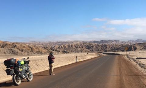 Publicitário abandona carreira de liderança para viajar o mundo de moto