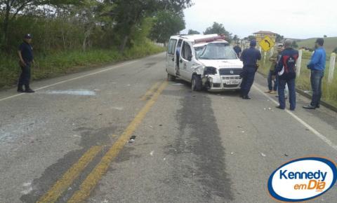 Ambulância se envolve em acidente na ES-162, em Santana Feliz