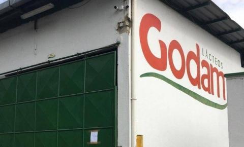 Fábrica é fechada pela Polícia Civil no interior do RJ por colocar água no leite integral