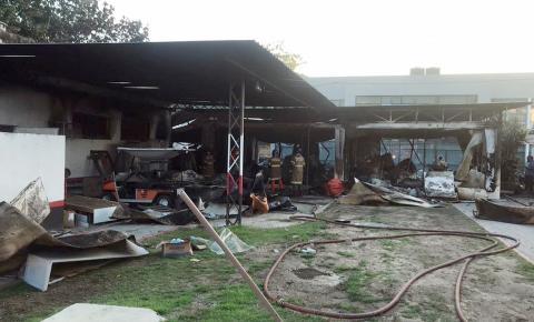 Dez jovens atletas do Flamengo morrem em incêndio no Centro de Treinamento, na Zona Oeste do Rio