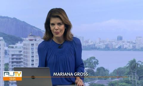 Calça de jornalista da Globo se rasga e ela mostra o buraco ao vivo