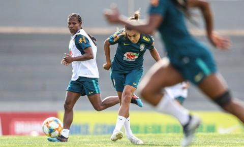 Seleção feminina treina completa para a Copa do Mundo na França
