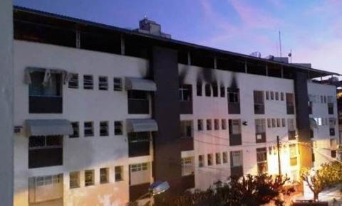 Incêndio atinge apartamento de condomínio em Cachoeiro de Itapemirim; Veja vídeo
