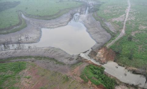 Governo confirma rompimento de barragem em cidade na Bahia; Confira imagens