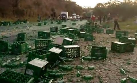 Vídeo de acidente com caminhão de cerveja em Rio Novo do Sul viraliza na internet