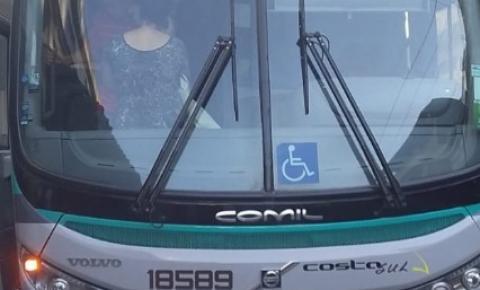 Passageiros protestam contra superlotação em ônibus da Costa Sul