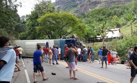Ônibus tomba em estrada no Sul do Estado