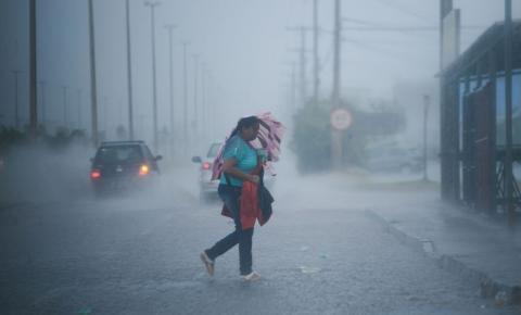 Inpe emite alerta de vendaval, tempestade de raios e chuva intensa para 70 municípios do ES