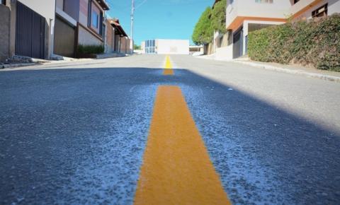 Novas placas de trânsito e pintura de faixas em Kennedy
