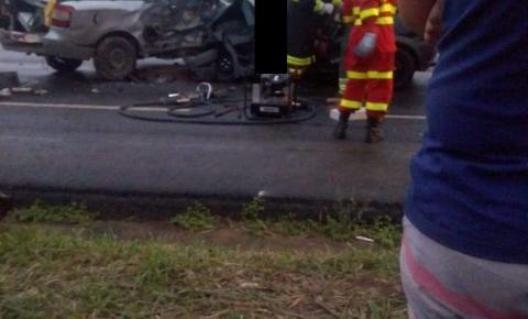 Grave acidente deixa uma pessoa morta e outras cinco feridas na BR-101 em Aracruz