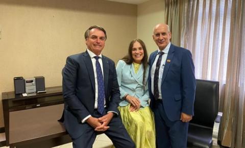 Após olho no olho com Bolsonaro, Regina Duarte aceita convite para secretaria de Cultura