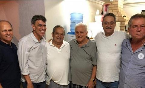 Aniversário de Reginaldo Quinta reúne Fabrício Fontão, Vianei Viana, Rubens Moreira, deputados Hudson Leal, Ferraço e outras lideranças