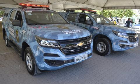 Prefeito entrega novas viaturas para a Guarda Civil Municipal