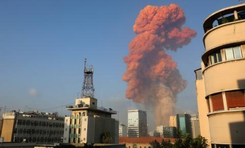 Grande explosão atinge área portuária de Beirute; governo cita 'alto número de feridos'